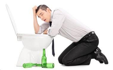二日酔いに効く飲み物7選 吐き気をすぐに抑える効果を科学的に説明